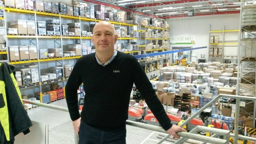 Randy in het distributiecentrum