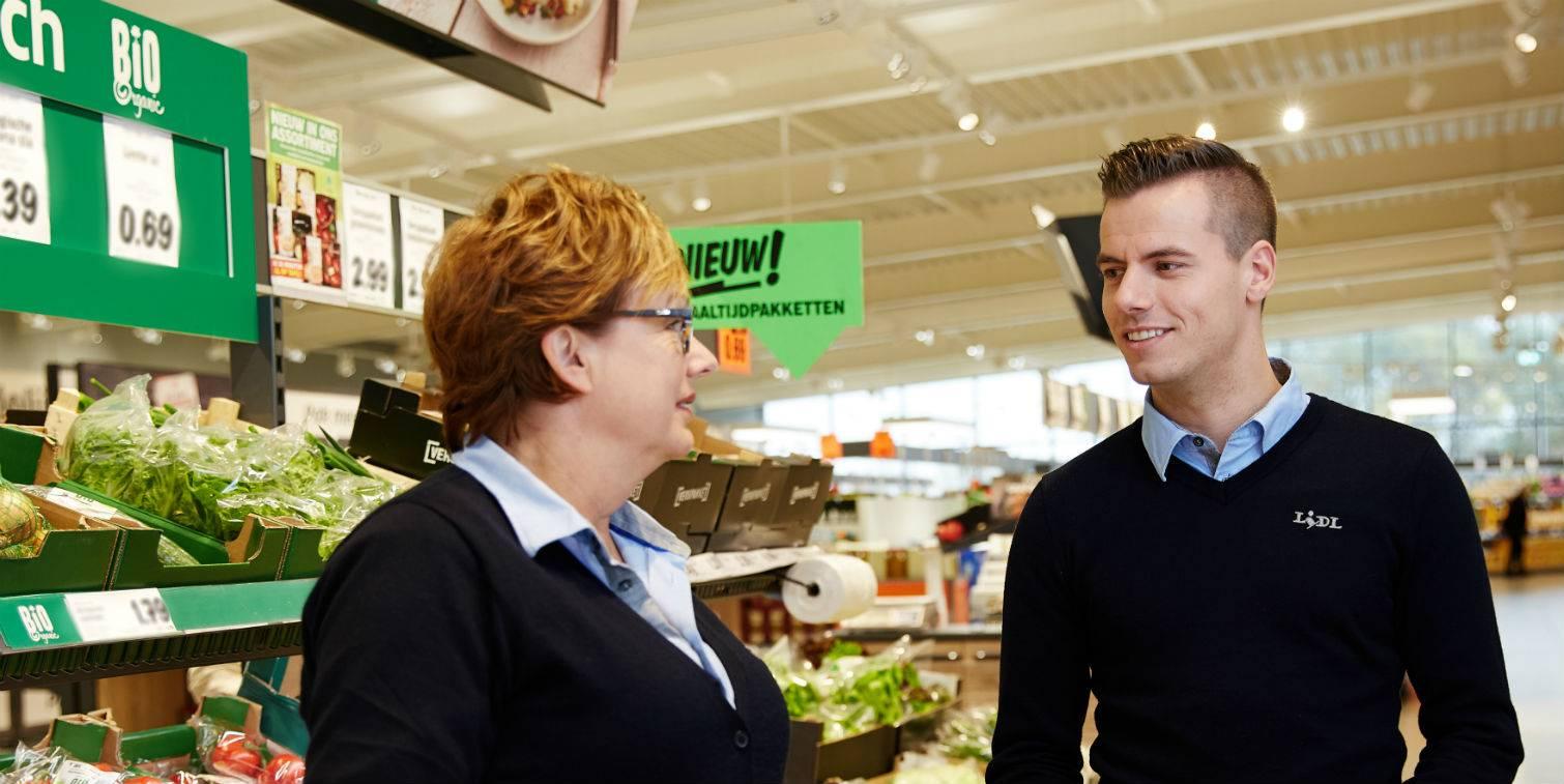 Twee supermarktmanagers in gesprek